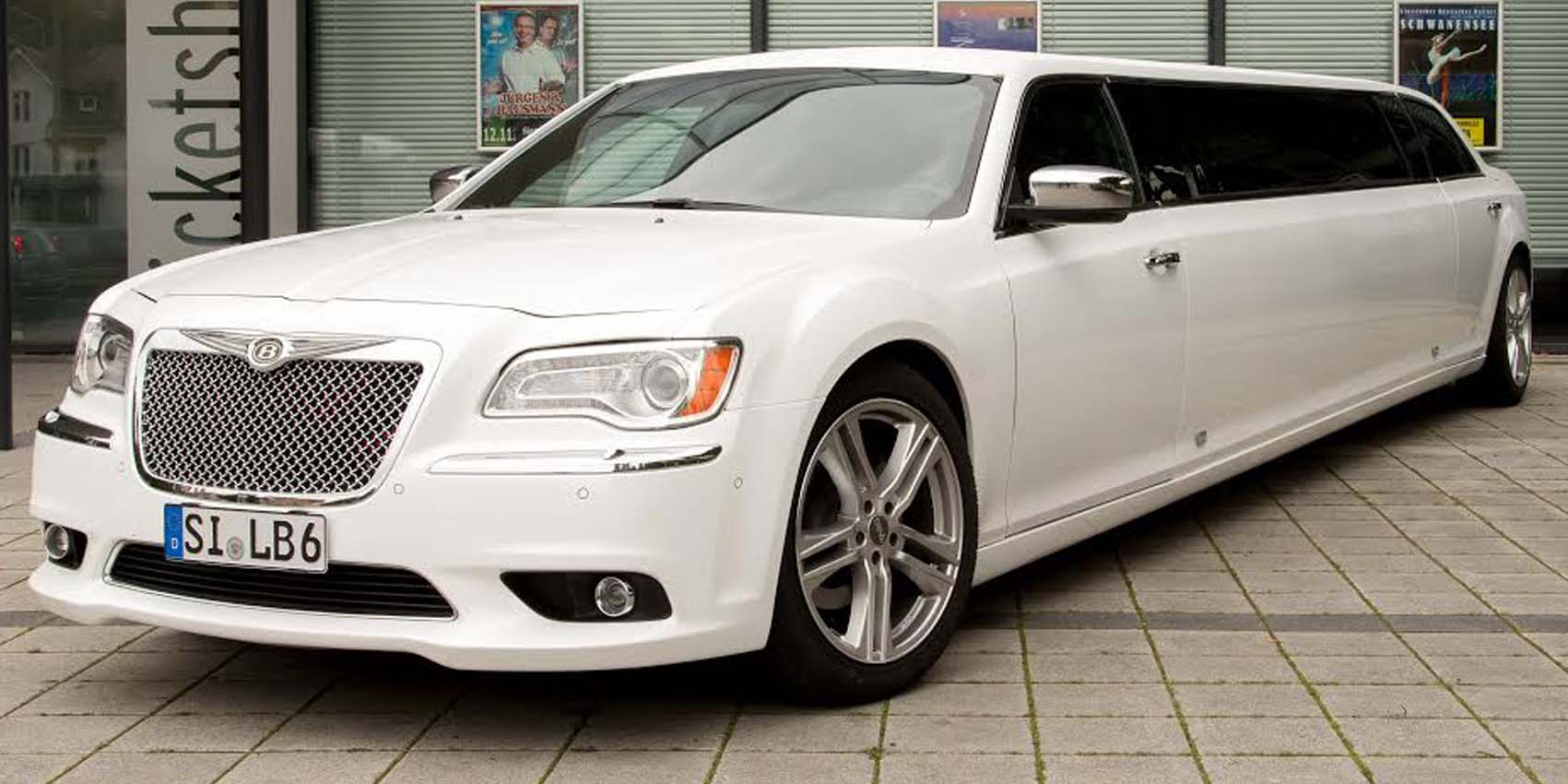 Chrysler 300C Stretchlimousine in Perlmutt weiss